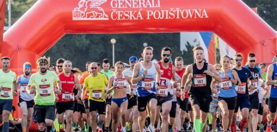 Generali Česká Red Run ve Vysočina Areně přilákal přes 800 běžců